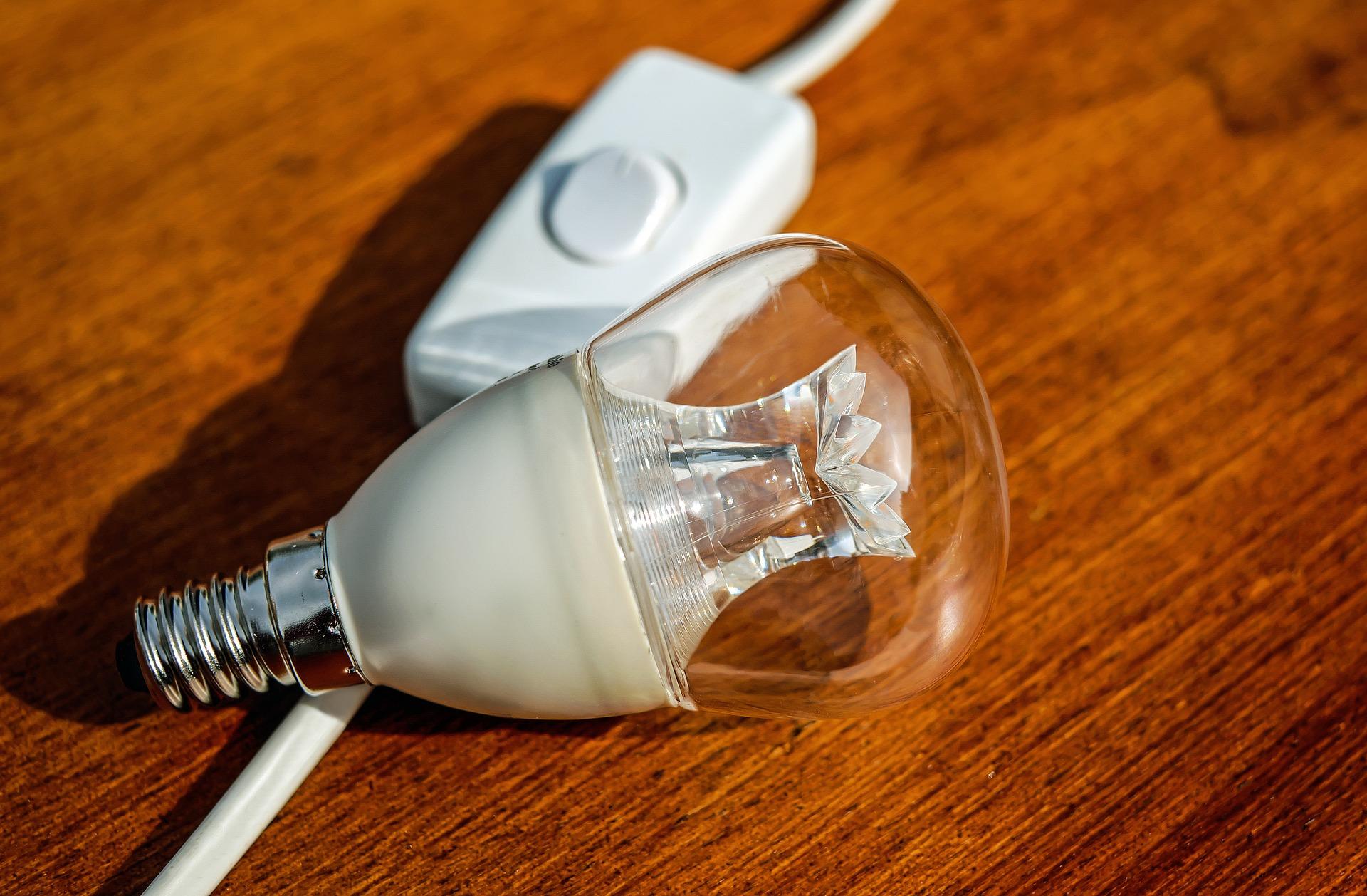 light-bulb-1640351_1920